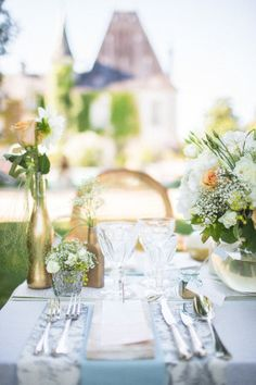 I've tried starting this intro about ten times now and found myself speechless every time. The beauty in these images from bubblerock is beyond words. Quelque chose de bleuand bubblerock created a French Chateau wedding inspiration shoot that is more