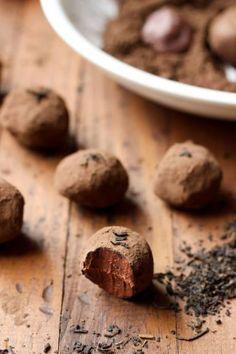 Decadent Dark Chocolate Earl Grey Truffles - Only 2 grams of sugar per truffle! Paleo and Vegan | wickedspatula.com