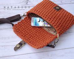 Marvelous Crochet A Shell Stitch Purse Bag Ideas. Wonderful Crochet A Shell Stitch Purse Bag Ideas. Diy Crochet Bag, Crochet Wallet, Crochet Shell Stitch, Crochet Clutch, Crochet Handbags, Crochet Purses, Crochet Gifts, Yarn Bag, Craft Bags