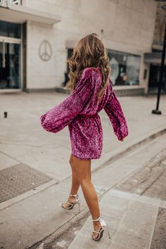 There has been an abundance of fake tanning cosmetic items to burst onto the scene as people now understand that sunbathing is not the healthiest alternative. Nye Outfits, Holiday Outfits, Casual Outfits, Club Outfits, Vegas Outfits, Party Outfits, Fashion In, Party Fashion, Fashion Outfits