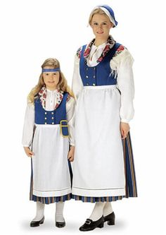Woman and girl in Folk costumes of Munsala, Finland Vikings, Thinking Day, Folk Costume, People Of The World, Love People, Traditional Dresses, Ethnic Clothes, National Art, Ethnic Dress
