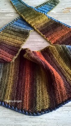 Baktus sjaal haken Crochet Scarves, Crochet Shawl, Knit Crochet, Cowl Scarf, Plaid Scarf, Crescent Shawl, Crochet Accessories, Shawls And Wraps, Crochet Necklace