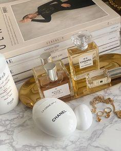 perfume and beauty display Cream Aesthetic, Boujee Aesthetic, Brown Aesthetic, Aesthetic Makeup, Aesthetic Pictures, Perfume Display, Perfume Tray, Chanel Perfume, Chanel Chanel