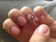 Nail.. Short but cute bow