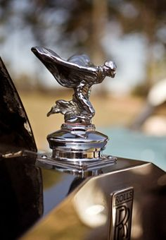 Rolls royce Spirit of Ecstasy showed by Charles Sykes in ~ 1934 placed on Phantom III made from 1936-1939
