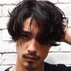 いいね!43件、コメント1件 ― 中山智史 <中目黒🌸パーマ🌀メンズパーマ💈>さん(@lepes_nakayama)のInstagramアカウント: 「三連休営業してます! ✂︎✂︎✂︎✂︎✂︎✂︎ ネット予約、お電話でお問い合わせくださいませ! 0363031388 Cut+perm ¥8980〜 DMでのご予約も受け付けますのでお気軽に!…」 Asian Men Long Hair, Barber Man, Mens Perm, Androgynous Hair, Estilo Rock, Boy Hairstyles, Haircuts For Men, Hair Looks, Wavy Hair