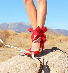 Giant bow heels | Kelly Golightly