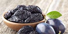 Sušené slivky by ste mali zaradiť do vašej každodennej stravy a konzumovať 4 - 6 kusov denne.Pravidelnou konzumáciou tohto sladkého sušeného ovocia sa dá totiž predísť napríklad zápche, opuchu, vysokému krvnému tlaku, ba dokonca znižujú … Smoothie, Fruit, Food, Alcohol, Essen, Smoothies, Meals, Yemek, Eten
