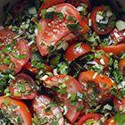 Tomatensalade met lente-uitjes en komkommer - recept - okoko recepten