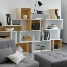 Down To Basics - Dekorieren mit Cube-Möbeln Down To Basics - Decorating with cube furniture shine - # - Cube Furniture, Furniture Design, Loft Design, House Design, Bed Design, Diy Casa, Home And Deco, Shelving, Diy Home Decor
