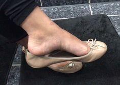 #feet #ballerinas #ballerines #ballerina #ballerine #shoeplay #heel #heels #shoe #shoes #dangling #heelpop #arche #sole #soles #arches…