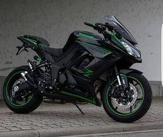 Motorcycles, bikers and more — Kawasaki Kawasaki Motorcycles, Cool Motorcycles, Triumph Motorcycles, Ducati Diavel, Moto Bike, Motorcycle Bike, Green Motorcycle, Z 1000, Custom Sport Bikes