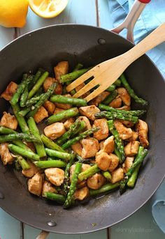 Chicken & Asparagus Lemon Stir Fry -- 23 Healthy And Delicious Low-Carb Lunch Ideas Lunch Recipes, Low Carb Recipes, Diet Recipes, Chicken Recipes, Healthy Recipes, Healthy Dinners, Delicious Meals, Diet Tips, Atkins Recipes