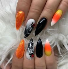 Here are the best Halloween makeup looks to copy today Uñas de Halloween IG: vanitynails The post ¡Feliz Halloween! Aquí están los mejores looks de maquillaje de Halloween para copiar hoy appeared first on Leanna Toothaker. Ongles Gel Halloween, Cute Halloween Nails, Halloween Acrylic Nails, Fröhliches Halloween, Cool Halloween Makeup, Halloween Nail Designs, Cute Acrylic Nails, Cute Nails, Pretty Nails