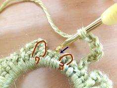 前層の3目の所には7目、7目だった所には3目という感じで編んで行きます。 鎖7目→細編み1目→鎖3目→細編み1目で続けます Scrunchies, Crochet Earrings, Handmade, Hair, Accessories, Hand Made, Handarbeit