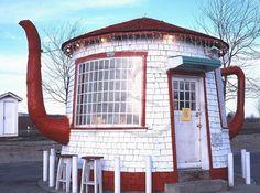 Unique Teapot gas station in Zillah, Washington