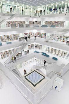 La #bibliothèque municipale de Stuttgart Inaugurée en 2011, cet édifice ultra-moderne a été imaginé par le cabinet d'architectes coréen Eun Young Yi. #architecture