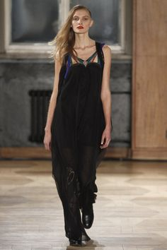 See the complete Augustin Teboul Berlin Fall 2016 collection.