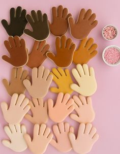 So many gorgeous icing skin tones to pick from! Use this HANDY chart to help make the perfect skin colored royal icing for your cookies! I The Sprinkle Factory Biscuits Halloween, Halloween Sugar Cookies, Rolled Sugar Cookie Recipe, Sugar Cookies Recipe, Baking Cookies, Fondant Cookies, Royal Icing Cookies, Cake Icing, Owl Cookies