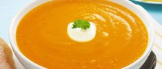 Soupe de New York (carottes, céleri) Thai Red Curry, New York, Branches, Ethnic Recipes, Cold, Table, Carrots, Food Recipes, Fruits And Veggies