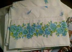Vintage-Stevens-Utica-Blue-Floral-Eyelet-Pillowcases-2