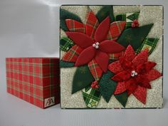 Caixa com motivos de Natal em patch embutido. Caixa forrada em tecido e internamente com EVA. As estampas dos tecidos podem variar. Pode ser colocado divisórias (acréscimo de R$ 5,00), Acima de 5 peças, frete grátis R$ 29,90