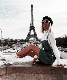 Happiest girl in Paris 👆🏼❤️ Es ist sooooo schön hier! Paris konkurrie… Happiest girl in Paris 👆🏼❤️ It's sooooo beautiful here! Paris even competes somewhat with my favorite city of London! Europe Travel Outfits, Travel Outfit Summer, Traveling Europe, Travelling, Look Fashion, Paris Fashion, Europe Fashion, Girl Fashion, Hotel Des Invalides
