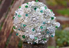 Bouquet para novia en esmeraldas y perlas