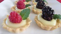 Exquisitos bocadillos de Petit Gourmet para tu mesa de postres.
