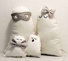 sleepy ghost family! cute organic ghost cushions dressed up for Halloween with accessories / all by FABELAB. ©2014 fabelab