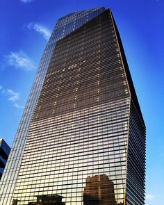 #MilanInSight #loves_milano #lookingupclub #minimal_lookup #lookingupatbuildings #lookingup_architecture #skyscraping_architecture #sky_high_architecture #arkiromantix_blue #jj_architecture #tv_allwindows #tv_pointofview #tv_buildings #cittadimilano #igersmilano #torrediamante #volgomilano #milanodavedere #milanocityofficial #milanoguardainalto #milanodaclick by davideleonardi
