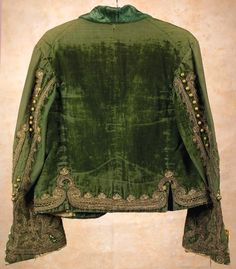 vintage green velvet jacket - taupe lace seems to match