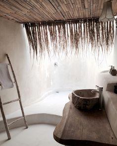 Outdoor shower Gravity Hotel Bali || Photo Catharina Stålnacke
