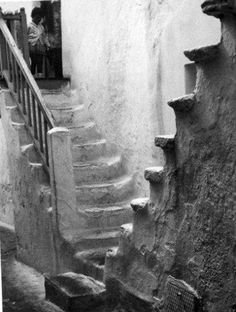 Ancient stairs worn with millions of uses. Vintage Pictures, Old Pictures, Mykonos Island Greece, Greece History, Costa, Old Time Photos, Greece Pictures, Stairs, Black And White