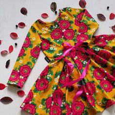 Ilahdutusta ja DIY:Sydänpussukka - Punatukka ja kaksi karhua Salopette Jeans, Couture, Diy And Crafts, Pouch, Summer Dresses, Sewing, Fashion, Crafts, Craft
