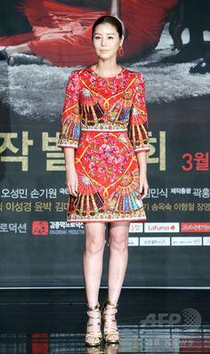 韓国・ソウルの韓国文化放送(MBC)社屋で行われた、新ドラマ「女王の花」の制作発表会に臨む、女優のキム・ソンリョン(2015年3月10日撮影)。(c)STARNEWS ▼16Mar2015AFP MBC新ドラマ「女王の花」、ソウルで制作発表会 http://www.afpbb.com/articles/-/3042663