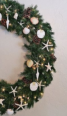 Coastal Holiday Wreath Idea Tumbler Home Sea life Ornament Trio with Gold Bow- White Spindle Seashell, 3.5 in Sand Dollar and 4.5 in Pencil Starfish: Home & Kitchen