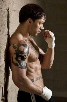 Tom Hardy Workout Routine, Physical Stats & Workout Tips