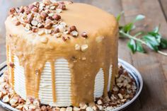 This super gorgeous Thermomix whiskey cake is one of the best desserts I have ever had. The recipe is very easy and perfect for birthday parties. Baking Recipes, Cake Recipes, Dessert Recipes, Yummy Treats, Sweet Treats, Smooth Icing, Whiskey Cake, Cake Fillings, Sweets