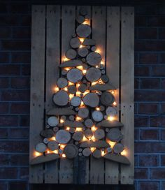 50 Best DIY Wooden Christmas Decor Ideas / Inspo - Hike n Dip - - Here are the best Wooden Christmas Decor Ideas. These Wooden Christmas Crafts, Christmas Trees & ornament are perfect for rustic & farmhouse Christmas decor. Wooden Christmas Crafts, Farmhouse Christmas Decor, Outdoor Christmas Decorations, Xmas Crafts, Rustic Christmas, Christmas Tree Ornaments, Christmas Diy, Modern Christmas, Christmas Candles
