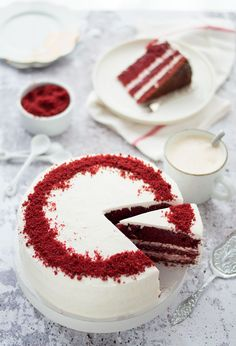 Red velvet taart A delicious red velvet cake to make yourself. Velvet Cake, Bolo Red Velvet, Red Velvet Recept, Pavlova, Cheesecake Recipes, Dessert Recipes, Bakery Cakes, Cake With Cream Cheese, Sweet Cakes
