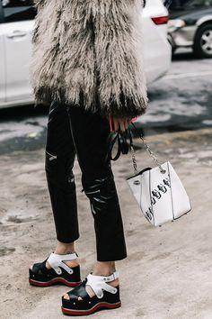 Street style New York Fashion Week, febrero 2017 © Diego Anciano Street Style New York, Looks Street Style, Street Chic, Street Wear, Street Fashion, Ballerinas, Fashion Outfits, Fashion Trends, Fashion Fashion
