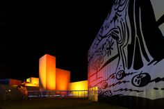 十和田市現代美術館。夜のライトアップ