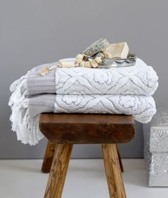 Deze sterke, dikke handdoeken zijn geweven van wollig katoen en nemen zeer goed vocht op.