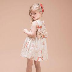 Hucklebones — модный бренд из Великобритании, который создает красивую и качественную одежду для детей в возрасте от 3 месяцев до 10 лет. Все коллекции сделаны с английской педантичностью из качественных тканей и с хорошим дизайном. Модели, разработанны на основе последних тенденций в моде, но с учетом неподверженной старению классики. Ткани с нежнейшими цветовыми комбинациями, изготовленны…