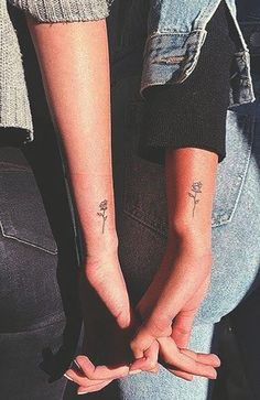 25 Best Friend Tattoos to Celebrate Your Special Bond - The Trend Spotter Dainty Tattoos, Pretty Tattoos, Mini Tattoos, Small Best Friend Tattoos, Matching Best Friend Tattoos, Small Bff Tattoos, Tattoo Small, 3 Best Friend Tattoos, Small Daisy Tattoo