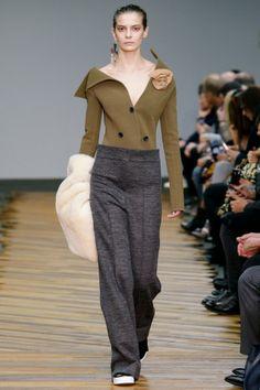 Céline Autumn-Winter 2014, bekijk de hele show hier: http://www.glamour.nl/fashion/shows/gallery/celine-autumn-winter-2014