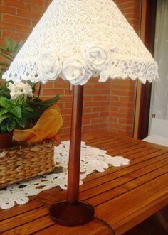 Riciclo lampada da tavolo Recover Lamp Shades, Crochet Lampshade, I Love Lamp, Lampshades, Crochet Projects, Coloring Pages, Shabby Chic, Creations, Weaving