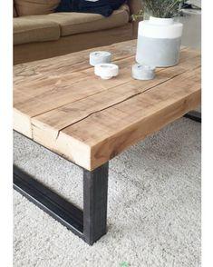 Wat een stoere salontafel gemaakt van oude plafondbalken mét een robuust stalen frame eronder! Natuurlijk is deze mooie salonttafel te verkrijgen in diverse maten.
