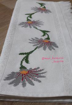 Embroidery Motifs, Cross Stitch Rose, 1940s, Cross Stitch Patterns, Stuff To Buy, Bath Linens, Cross Stitch Embroidery, Cross Stitch Designs, Hand Embroidery